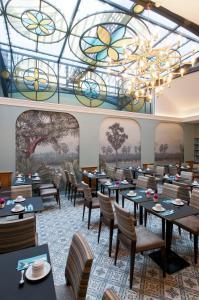 מסעדה או מקום אחר לאכול בו ב-Hotel Saint Petersbourg Opera