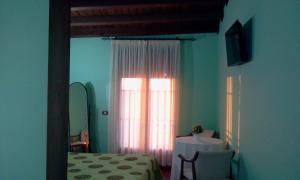 Una televisión o centro de entretenimiento en El Rincon Del Villar