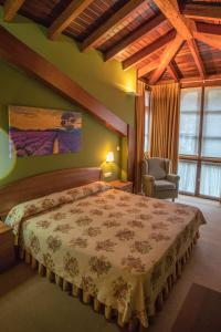 A bed or beds in a room at Gran Hotel Rural Cela
