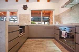 A kitchen or kitchenette at Port Central No 3