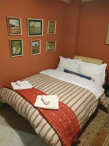 A bed or beds in a room at Cozy Little Home