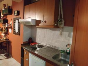 A kitchen or kitchenette at Cozy Little Home