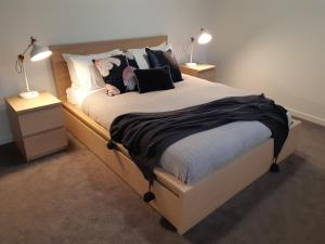A bed or beds in a room at Port Central No 3