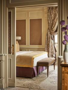 A bed or beds in a room at Hotel Principe Di Savoia - Dorchester Collection