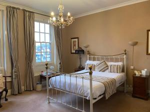 A bed or beds in a room at OYO The Leven