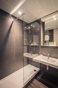 A bathroom at Crowne Plaza Antwerpen