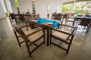 Ресторан / где поесть в Roman Beach - Level 1 Safe & Secure