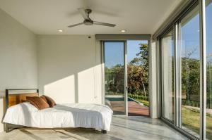 A bed or beds in a room at Modern Beach House with Stunning Views - Sleeps 4
