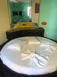 A bed or beds in a room at Hotel Sucess Adult Only
