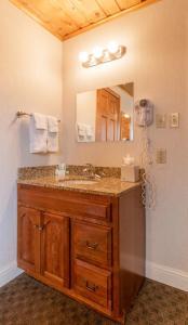 A bathroom at Blue Door Inn