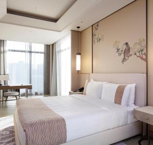 美福大飯店房間的床