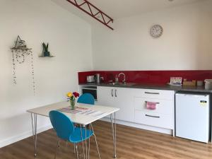 A kitchen or kitchenette at Langleys Port Campbell