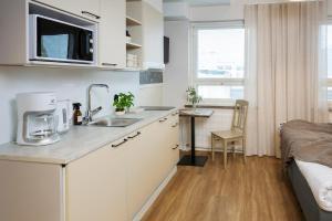 Küche/Küchenzeile in der Unterkunft Lietsu Boutique Aparthotel - Huoneistohotelli Lietsu