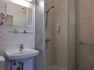 Een badkamer bij Logies Het Maantje