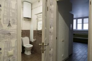 A bathroom at InnDays Объездная дорога 1 9й эт
