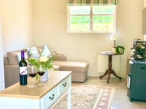 A bathroom at Paul Wallace Wines & Cottages