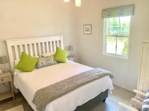 A bed or beds in a room at Paul Wallace Wines & Cottages