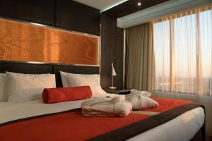 Cama ou camas em um quarto em Boulevard Suites Ferrat