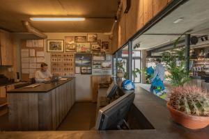 De lobby of receptie bij Lakeside Paradise Sport Hostel