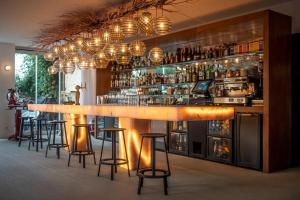 The lounge or bar area at Hôtel La Reine Jane