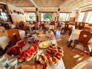 Un restaurant u otro lugar para comer en Hotel La Cumbrecita
