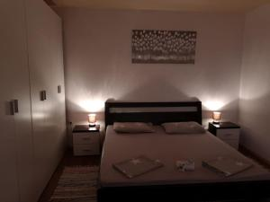 A bed or beds in a room at Apartment Jakus