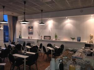 Een restaurant of ander eetgelegenheid bij Hotel Empire