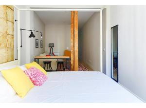 A bed or beds in a room at Roomspace La Latina
