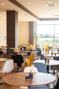A restaurant or other place to eat at Hotel Contemporâneo - Royal Palm Hotels & Resorts