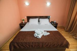 A bed or beds in a room at Hotel Egrisi