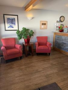 A seating area at Glacier Mountain Lodge