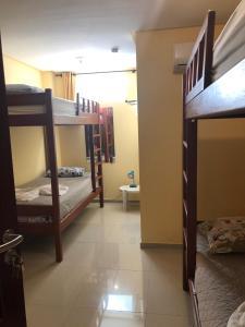 Uma ou mais camas em beliche em um quarto em Villa Simone