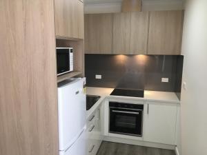 A kitchen or kitchenette at Sturt Motel