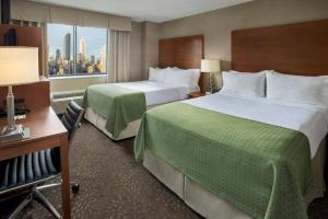 A bed or beds in a room at Holiday Inn Manhattan 6th Ave - Chelsea