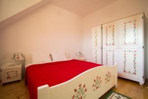 Un pat sau paturi într-o cameră la Amadé
