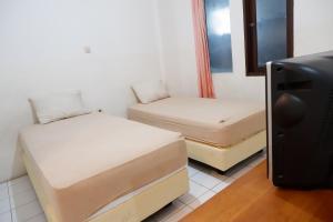 Tempat tidur dalam kamar di Hotel Netral Jombang
