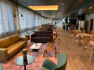 The lounge or bar area at Edinburgh Central Accommodation