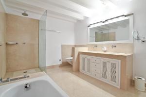Ein Badezimmer in der Unterkunft Palacio can Marques - Adults only