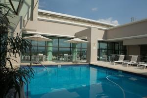 The swimming pool at or close to Holiday Inn Sandton