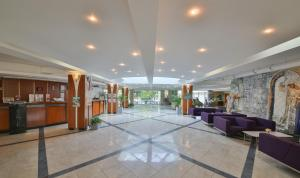 The lobby or reception area at Hotel Laguna Garden
