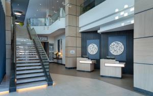 The lobby or reception area at Courtyard by Marriott Chisinau