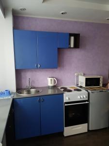 Кухня или мини-кухня в Квартира в Кемерово на Шахтеров 75