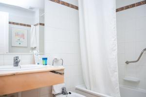 Ванная комната в RVHotels Sea Club Menorca