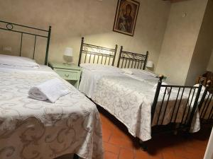 A bed or beds in a room at Casa San Tommaso