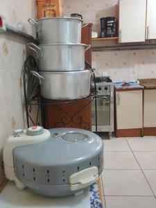 A kitchen or kitchenette at ÓTIMA LOCALIZAÇÃO! EMPRESAS E FAMÍLIA (TÉRREO)