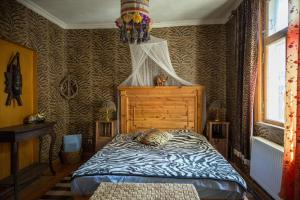 A bed or beds in a room at Fontaine Valhalla Hotel