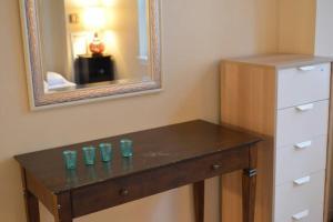 A kitchen or kitchenette at Luxury Boston Apartment