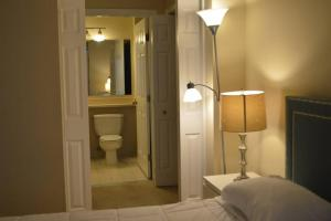 A bathroom at Luxury Boston Apartment
