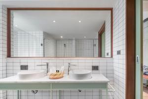 A bathroom at Samsen Street Hotel
