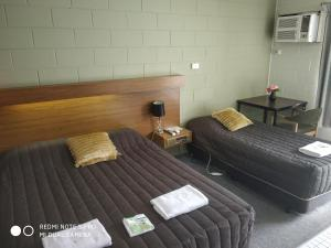 A bed or beds in a room at Albury Central Motel